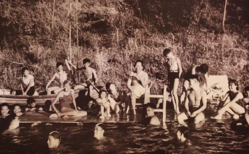 毛主席这张游泳的照片您肯定没见过!