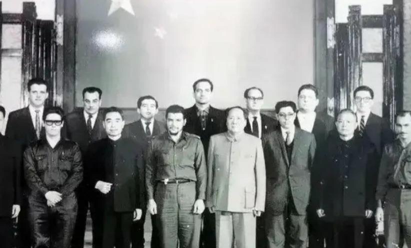 毛主席和周总理、李先念副总理会见切?格瓦拉老照片
