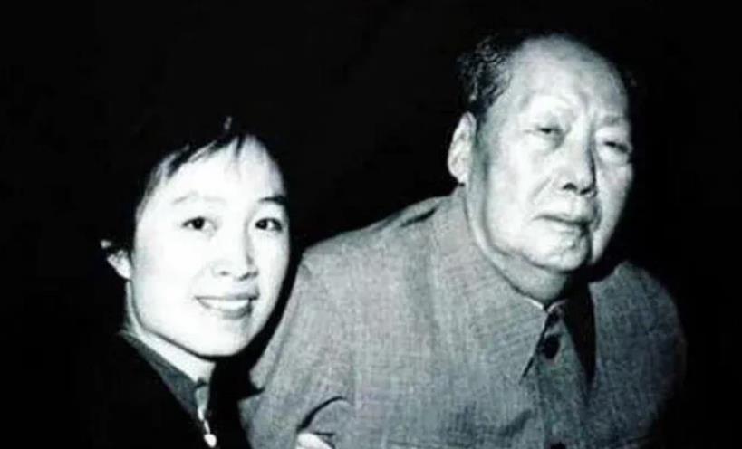 毛主席的最后一年,有过三次动情大哭,胸怀令人动容